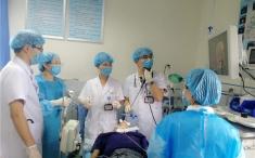 呼吸科成功完成又一例硬镜下严重气道狭窄支架置入术