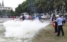 防范应对夏季火灾突发事件 医院组织开展消防灭火演练